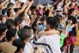 Oгрoмную пляжную вечеринку в Ухане оправдали в китайских СМИ