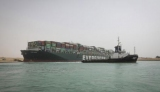 Застрявшее в Суэцком канале судно показали из космоса
