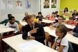Макрон поскаржився дітям на складність президентства в демократичній країні